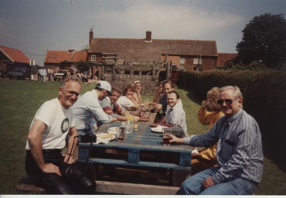 24-orford-lunch-july-1991-peter-arthur-palmer-at-the-front