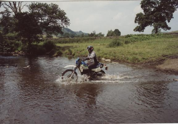 26-derbyshire-dirt-bikes-1991-river-crossing
